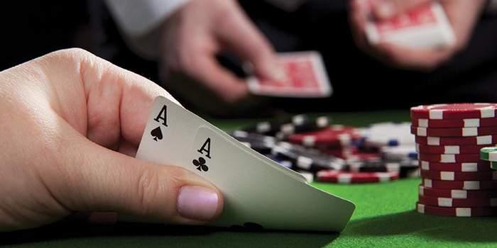 3 Perbedaan Texas Poker Online dengan Live Poker Online